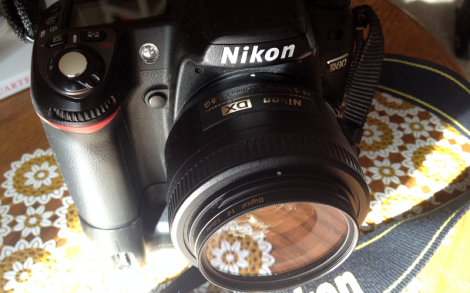 I shoot with a Nikon D80, with fast primes or my cheap but handy kit lens.